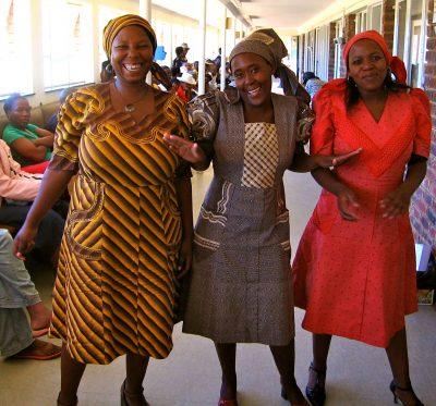 Tre skønne kvinder på en hiv klinik i sydafrikanske Lesotho.