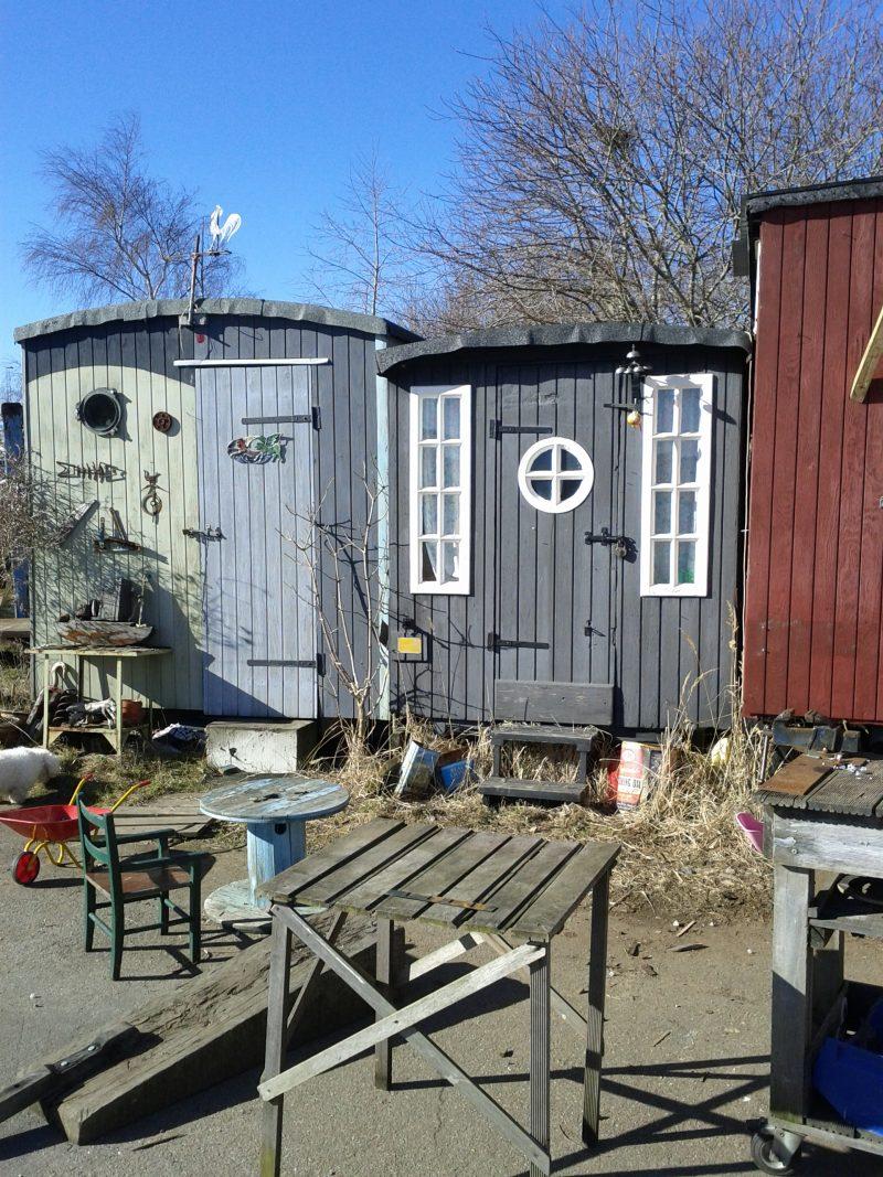 Fine små huse ved husbådene.