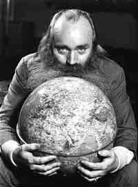 """""""Jeg ønsker mig en globus i naturlig størrelse,"""" Simon Spies"""